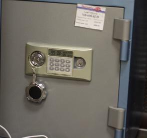Сейф офисный YB-600